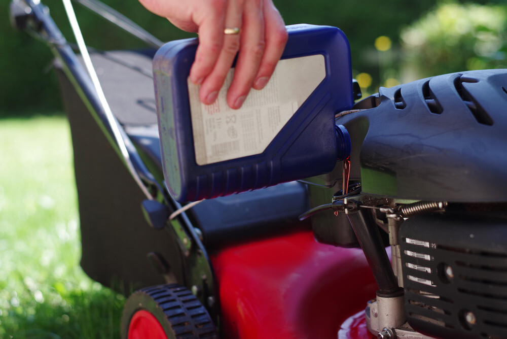 What Kind Of Oil Goes In A Lawn Mower?